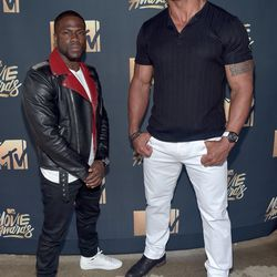 """Hosts Kevin Hart and Dwayne """"The Rock"""" Johnson demonstrate their vast differences in size."""
