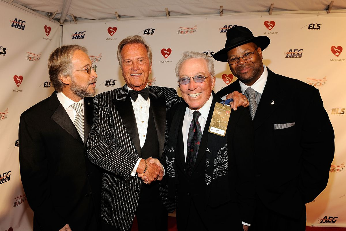 2009 MusiCares Person Of The Year Honoring Neil Diamond - Red carpet