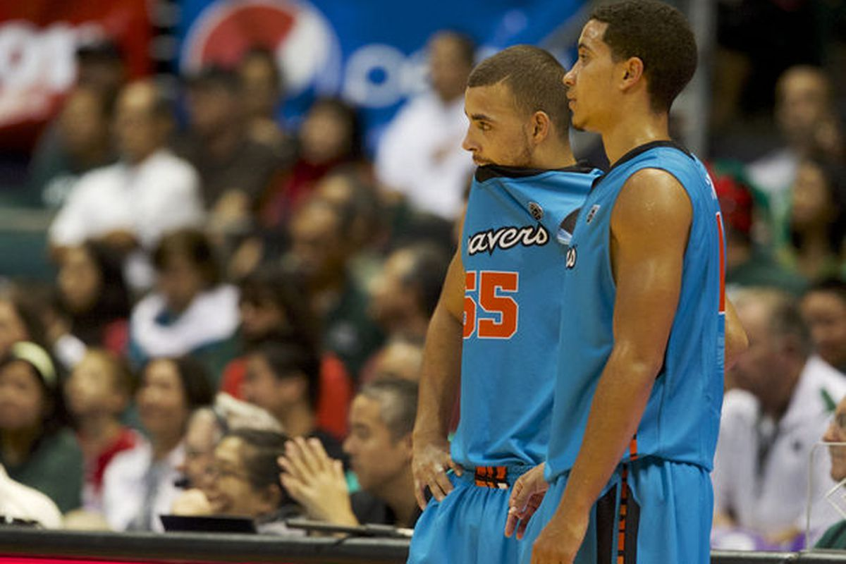 Oregon State Guards Roberto Nelson And Challe Barton Look On As Hawaii Closes Out Its Victory