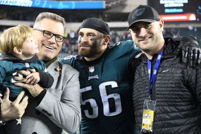 908573908.jpg - Football and family go hand in hand for FOX NFL Sunday's Howie Long