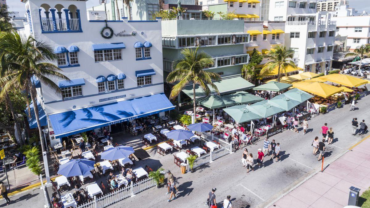 Miami Beach, Aerial of Shore-Park Pelican Casa Grande Suites and Larios on the Beach Kantina