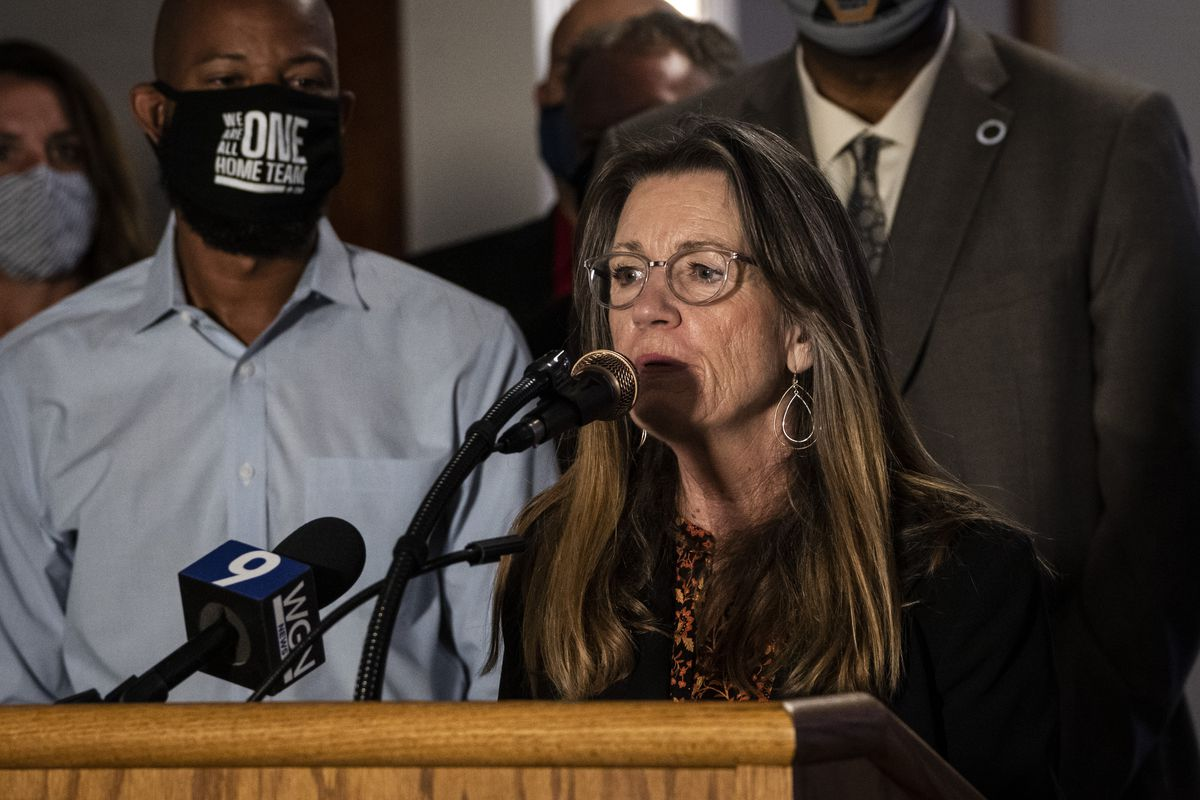 State Sen. Melinda Bush speaks during a news conference at the Plumbers Local 130 UA on the Near West Side Monday afternoon.