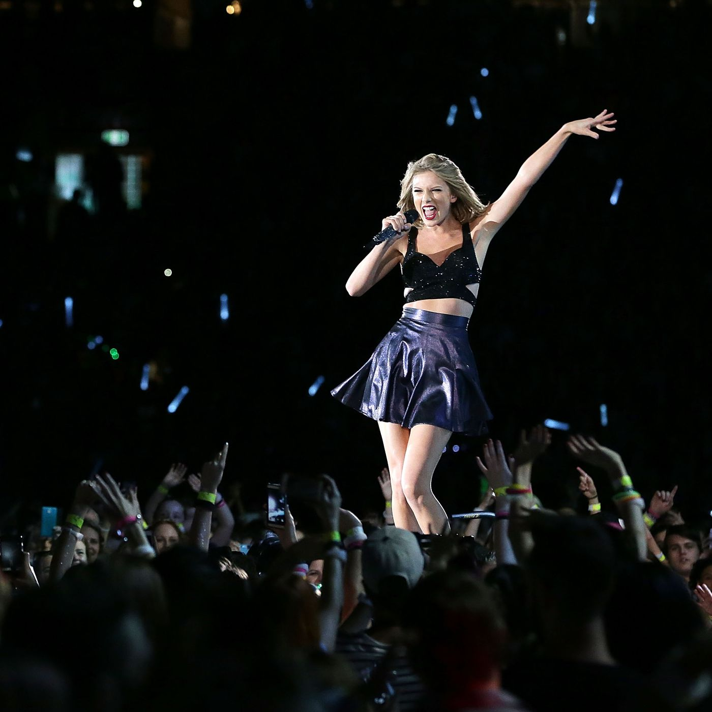 Taylor Swift S New Romantics Video Is Here But There S A Catch Racked