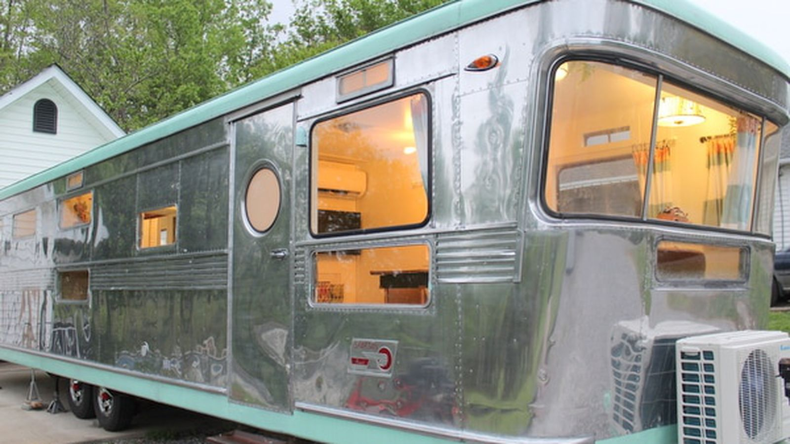 Meet Spartacus The Adorable Vintage Trailer That Will Win