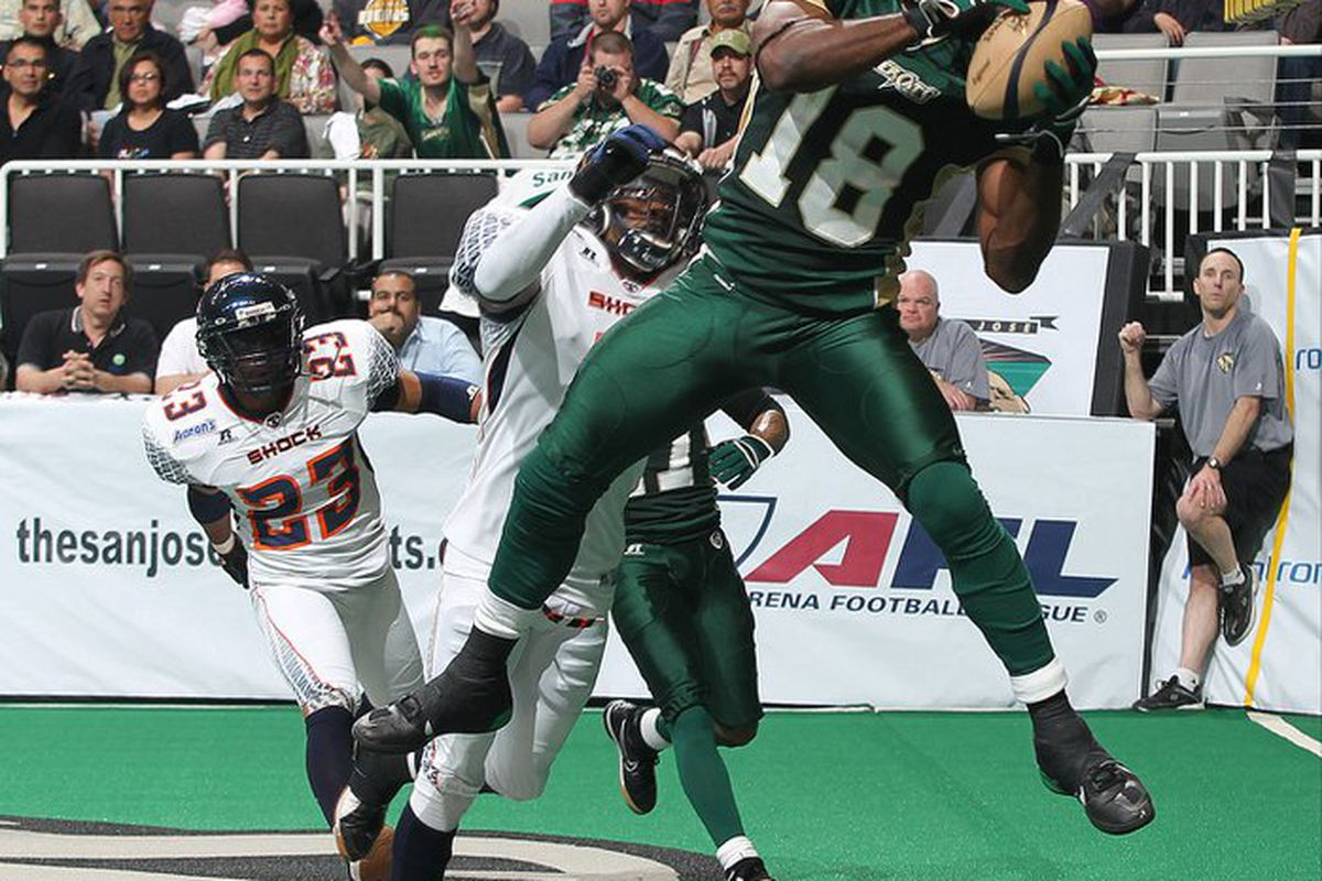 Nichiren Flowers catches one of his four touchdowns against the Spokane Shock in week one. <em>(San Jose SaberCats/Aric Crabb</em>