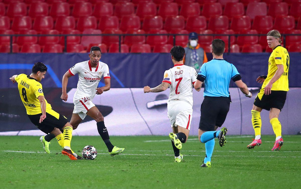 Sevilla FC v Borussia Dortmund - UEFA Champions League Round Of 16 Leg One