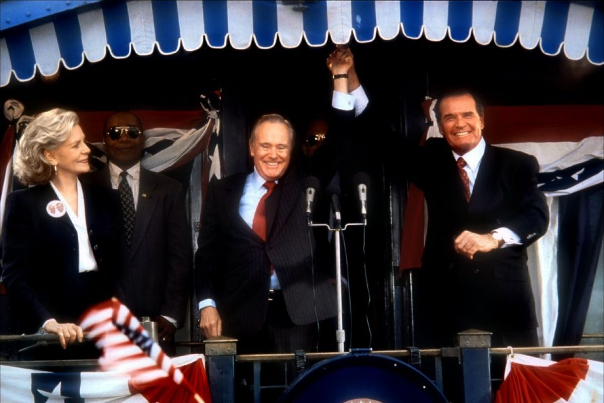Jack Lemmon and James Garner raise their hands on a podium in the movie My Fellow Americans.
