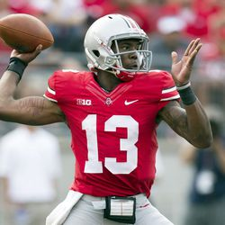 Kenny Guiton throwing a pass.