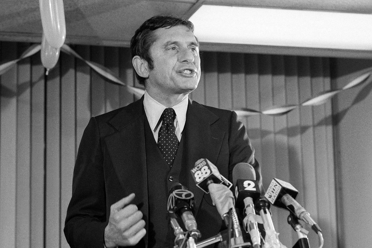 Conservative Barry Farber, who was far behind in the New York City Mayoral race, thanks supporters at his headquarters, in New York in 1977.