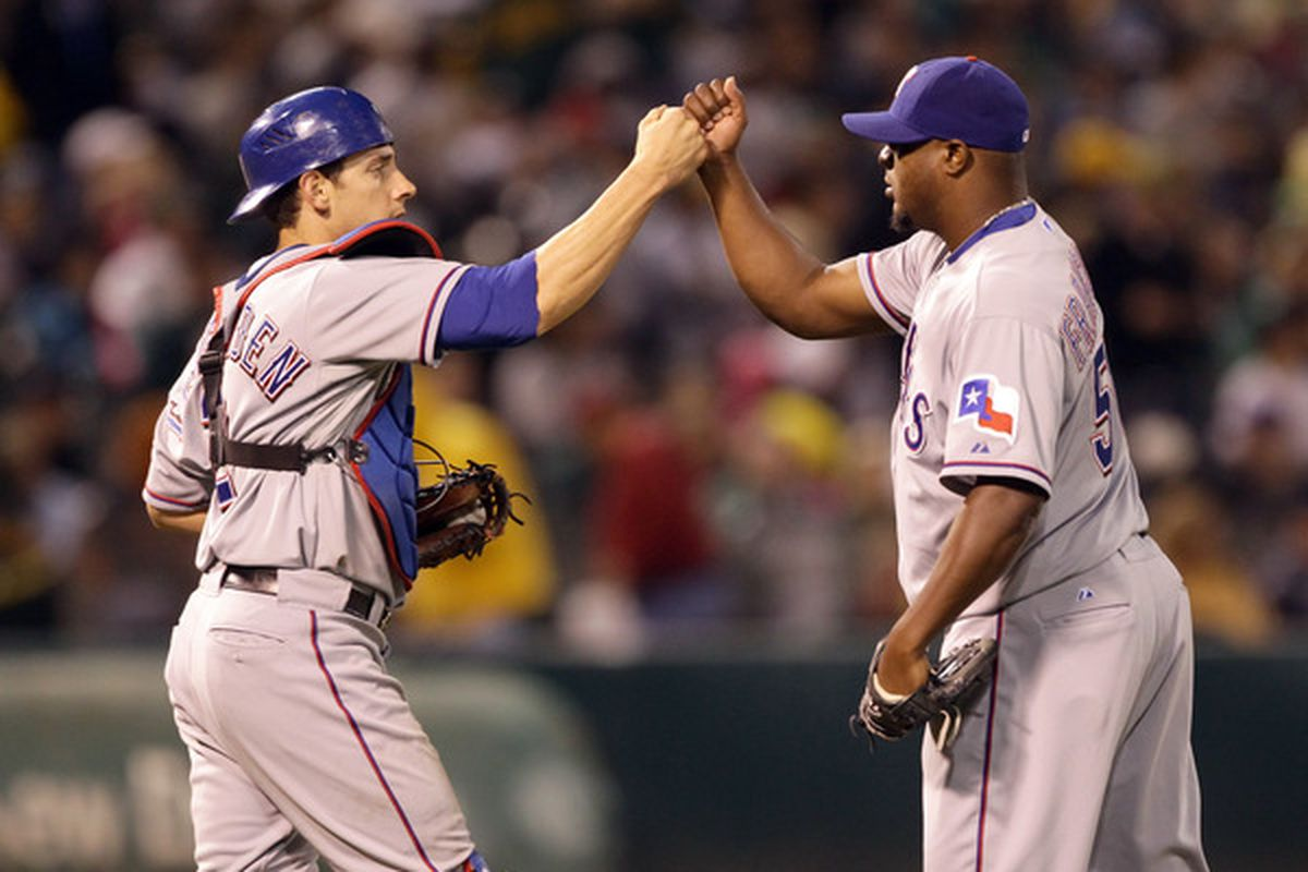 Frank Francisco will return to the Rangers in 2011 after accepting their arbitration offer before the December 1st deadline.