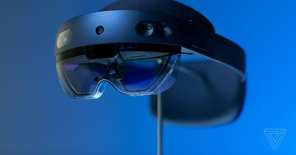 b216fc11ad29 Microsoft s HoloLens 2  a  3
