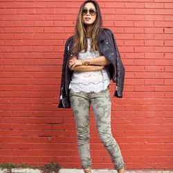 """Aimee of <a href=""""http://www.songofstyle.com""""target=""""_blank"""">Song of Style</a> is wearing an <a href=""""http://www.heartloom.com/products/derek-top#utm_source=SongOfStyle&utm_medium=referral&utm_content=aimee-dress&utm_campaign=aimee-blogger""""target=""""_blan"""