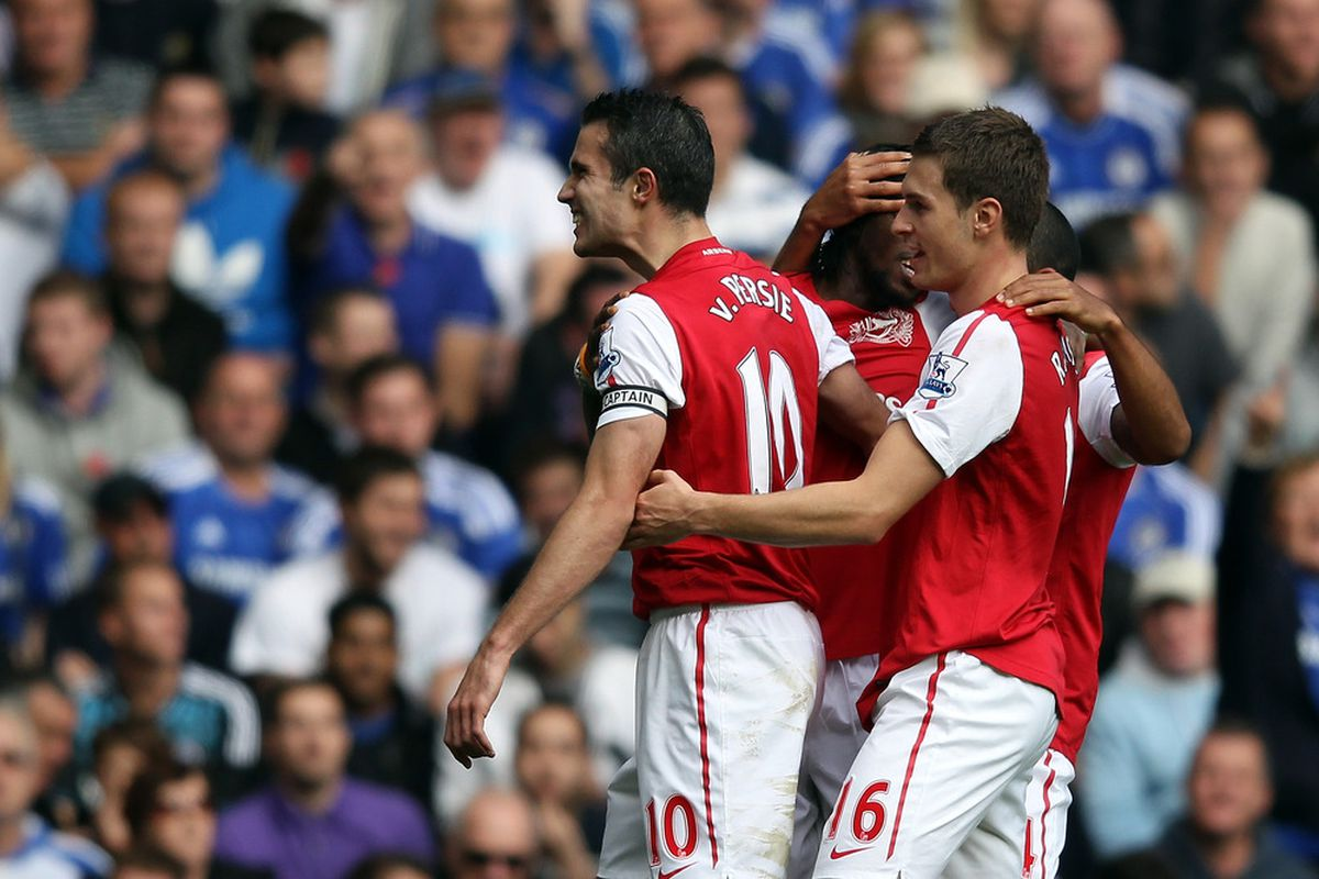 LONDON, ENGLAND - OCTOBER 29:  Robin van Persie of Arsenal celebrates scoring during the Barclays Premier League match between Chelsea and Arsenal at Stamford Bridge on October 29, 2011 in London, England.  (Photo by Clive Rose/Getty Images)