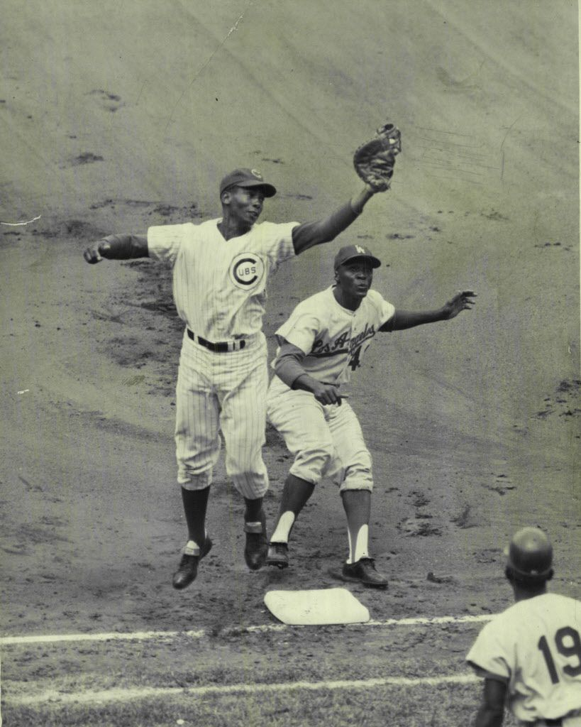 Ernie Banks snares high, wide throw from catcher Vic Roznovsky of Cubs to the surprise of LA base runner Lou Johnson in first inning in 1965.   Sun-Times library