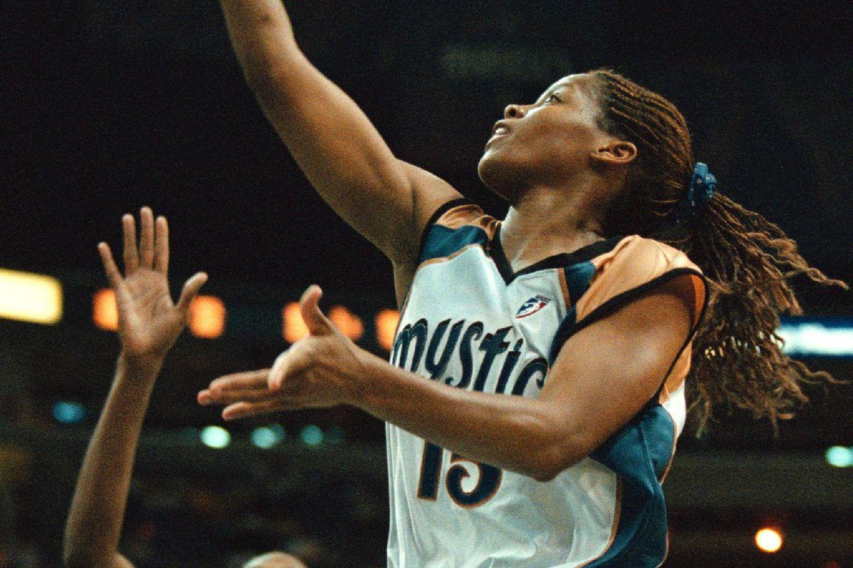 06/23/00 - Sacramento Monarchs vs Mystics - MCI Center - Mystics' Nikki McCray goes up for the layup
