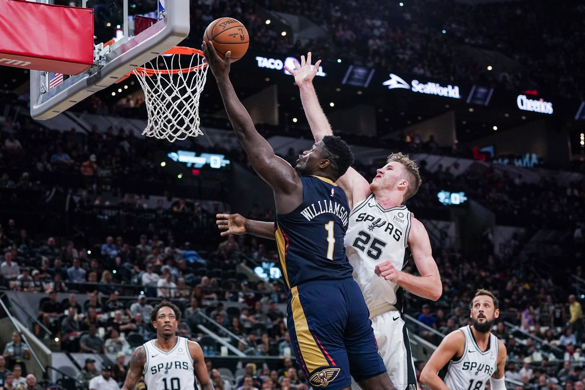 New Orleans Pelicans forward Zion Williamson lays the ball in against San Antonio Spurs center Jakob Poeltl at the AT&T Center.