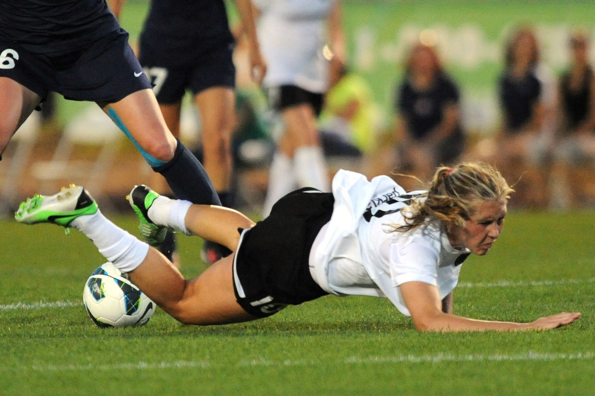 Midfielder Allie Long was unable to continue her hot, goal-scoring form Saturday night in a 1-0 loss to the Houston Dash