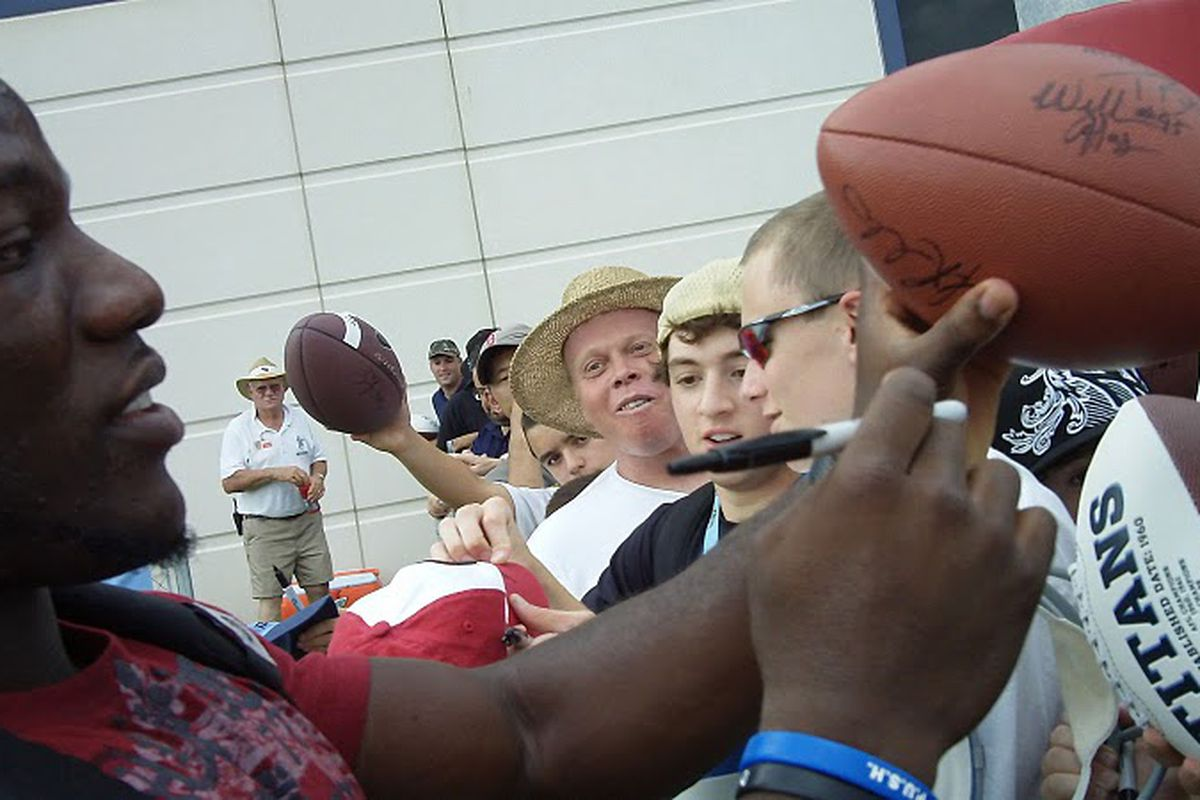 Tennessee Titans linebacker Rennie Curran signs autographs for fans on Saturday, July 31, 2010 during NFL football training camp. (Aditya Thawardas/MCM)