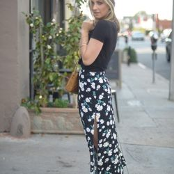 """Emily of <a href=""""http://cupcakesandcashmere.com""""target=""""_blank""""> Cupcakes and Cashmere</a> is wearing a <a href=""""http://www.shopbop.com/classic-mini-pocket-t-by/vp/v=1/845524441847683.htm?folderID=2534374302154352&colorId=12867&extid=affprg-5960202""""targ"""