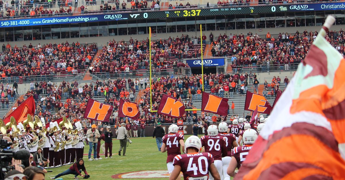 8_the_entrance_at_climax_go_hokies