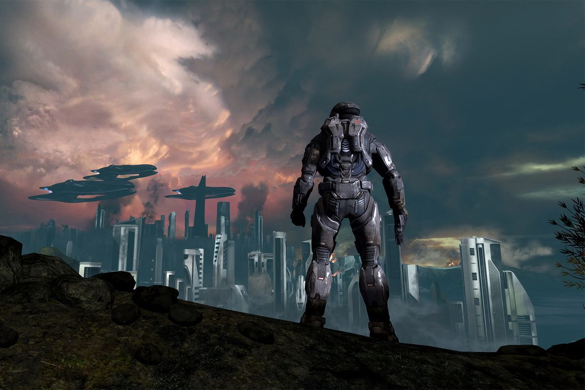 A Spartan overlooks the planet Reach in Halo: Reach