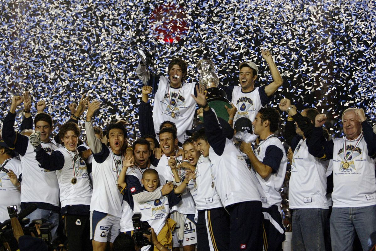 The players of Pumas, celebrate with tro