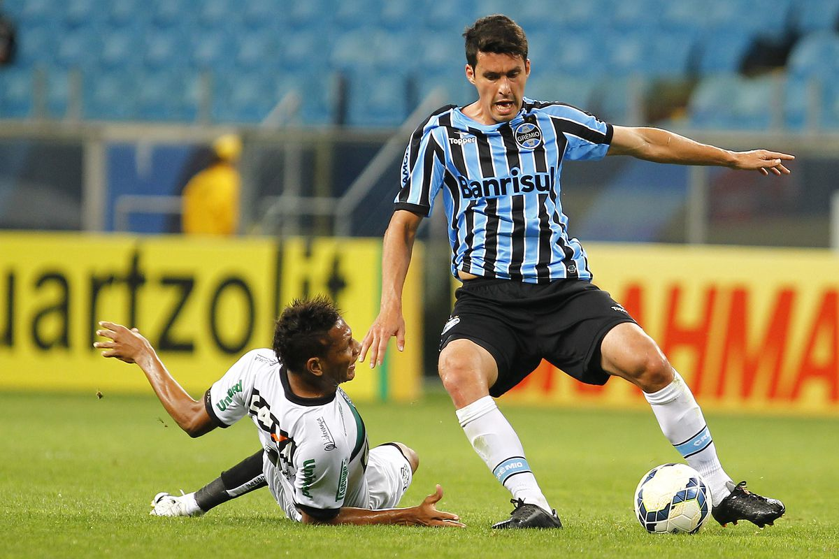 Gremio v FIgueirense - Brasileirao Series A 2014
