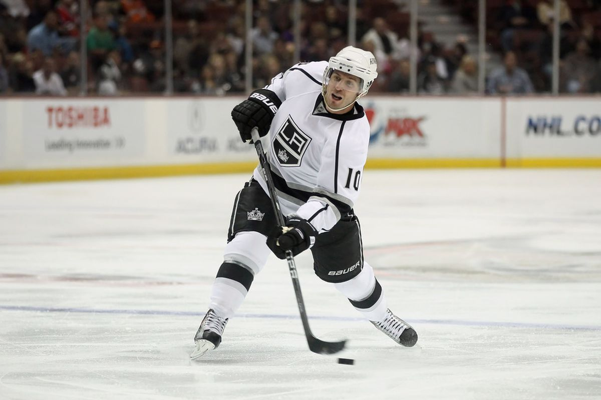 ANAHEIM, CA - SEPTEMBER 30:  Mike Richards #10 of the Los Angeles Kings takes a shot against the Anaheim Ducks in the second period at Honda Center on September 30, 2011 in Anaheim, California.  (Photo by Jeff Gross/Getty Images)