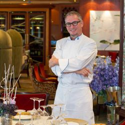 Chef Michael Schwartz at Oasis of the Seas' 150 Central Park. (Photo: Tim Aylen)