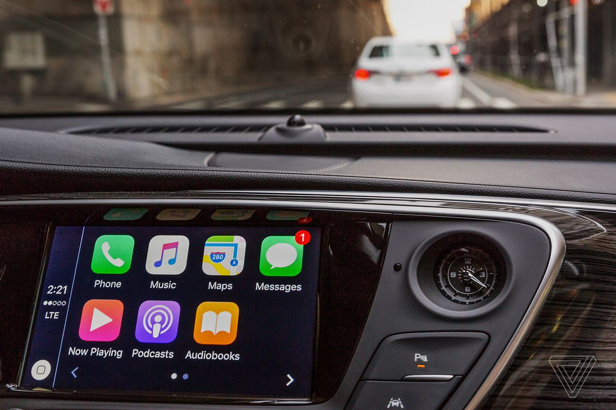 Why Carmakers Want To Keep Apple And Google At Arm S Length The Verge