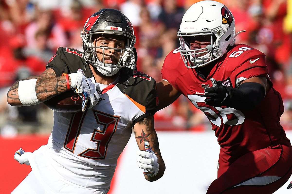 Tampa Bay Buccaneers wide receiver Mike Evans  attempts to get past Arizona Cardinals linebacker Jordan Hicks in the second half at Raymond James Stadium.