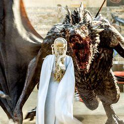 Season 5: Daenerys wearing a Bumpit?