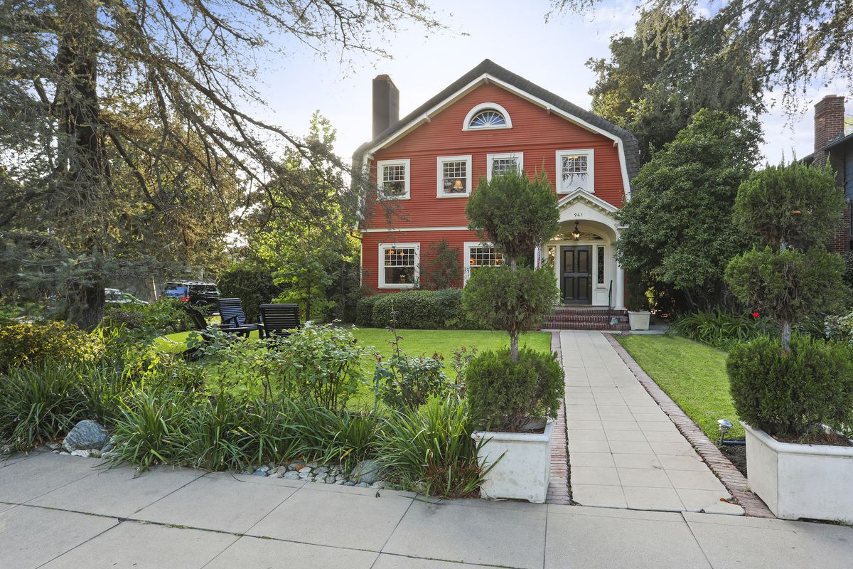 Refined 1912 dutch colonial in pasadena lists for for Dutch real estate websites
