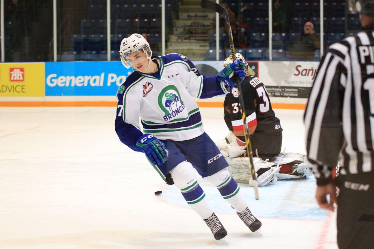 Maxime Lajoie scores the shootout winner against the Calgary Hitmen.