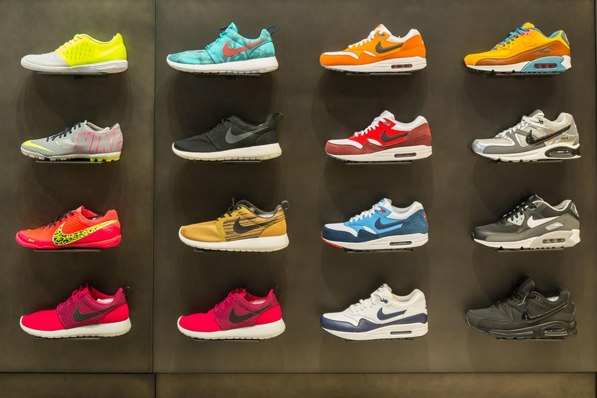 trabajo Lógicamente Permitirse  Nike pulling its shoes off Amazon is another blow to online behemoths -  Deseret News