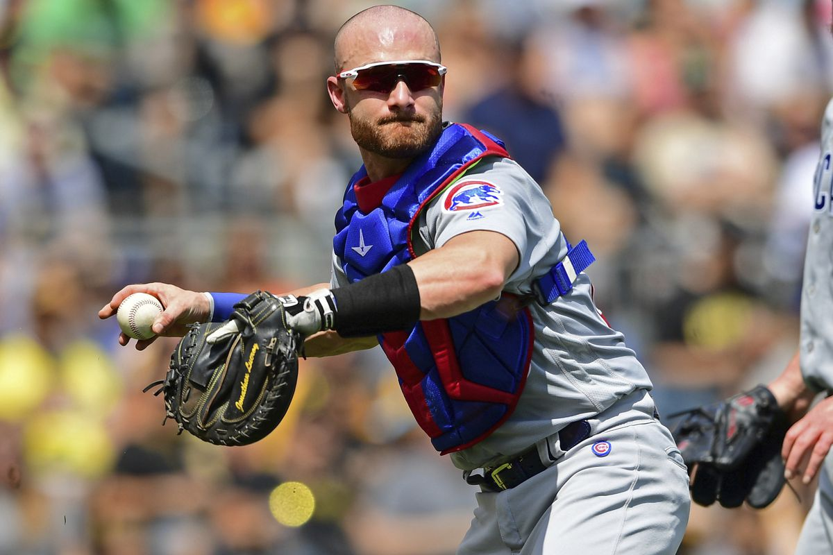 The White Sox signed veteran catcher Jonathan Lucroy to a minor league deal.