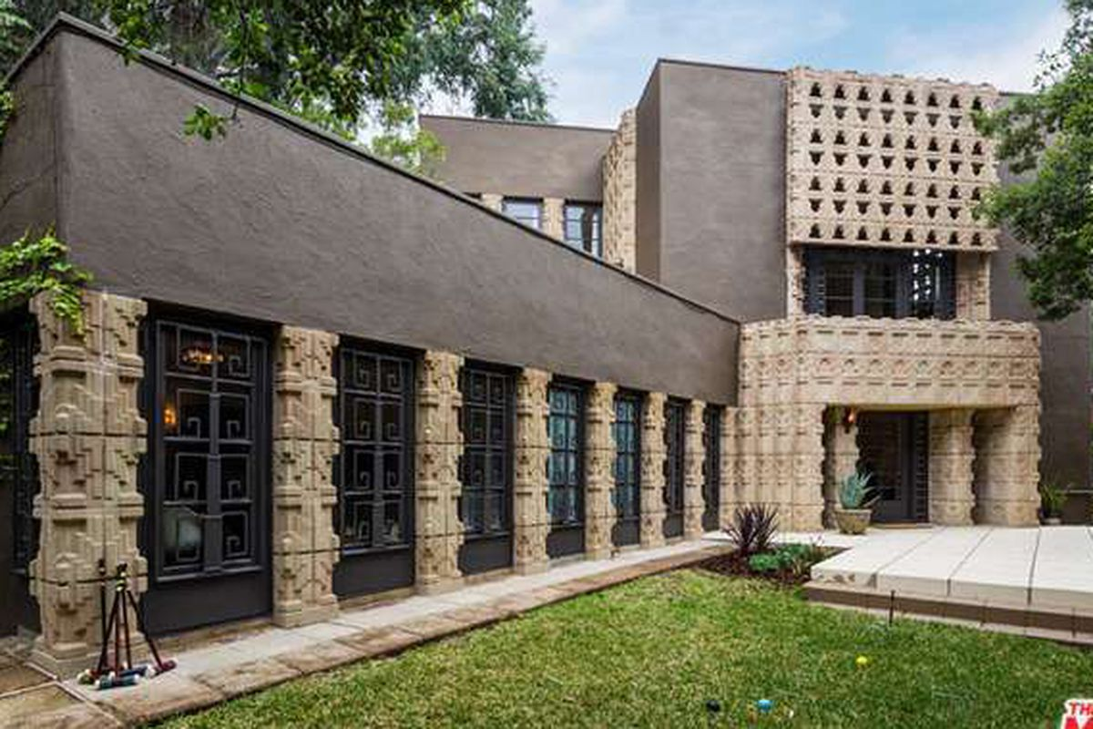 Lloyd wright 39 s striking mayan inspired derby house in for Glendale house
