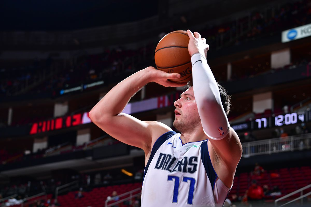 Luka Doncic of the Dallas Mavericks shoots the ball against the Houston Rockets on January 4, 2021 at the Toyota Center in Houston, Texas.