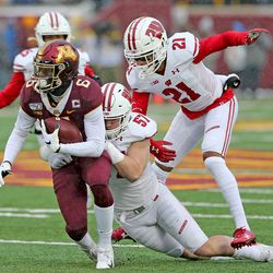 Jack Sanborn notches one of his six tackles vs the Gophers.