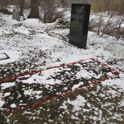 2/22/15: Same, grave delineated -