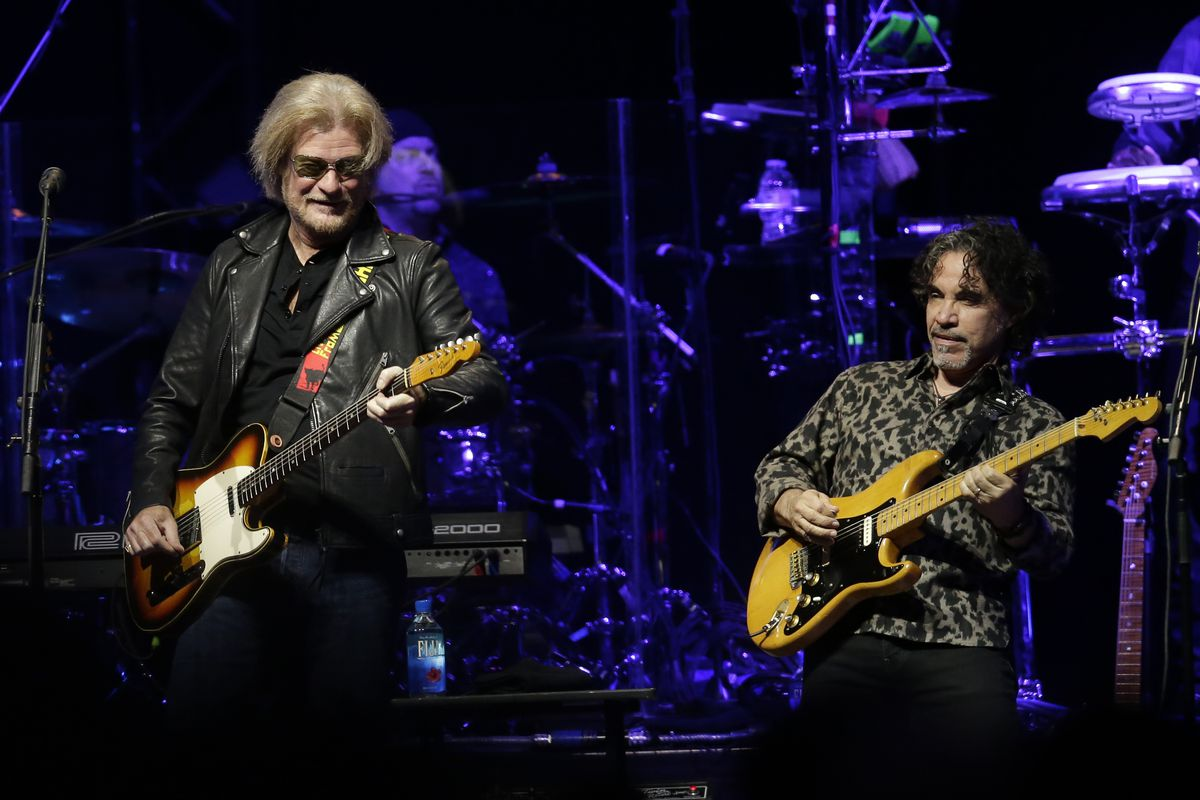 Daryl Hall and John Oates perform in Glendale, Ariz. on July 17, 2017.
