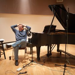Welz Kauffman sits back during a commercial break in a WFMT radio preview of Ravinia's 2009 season. | Provided