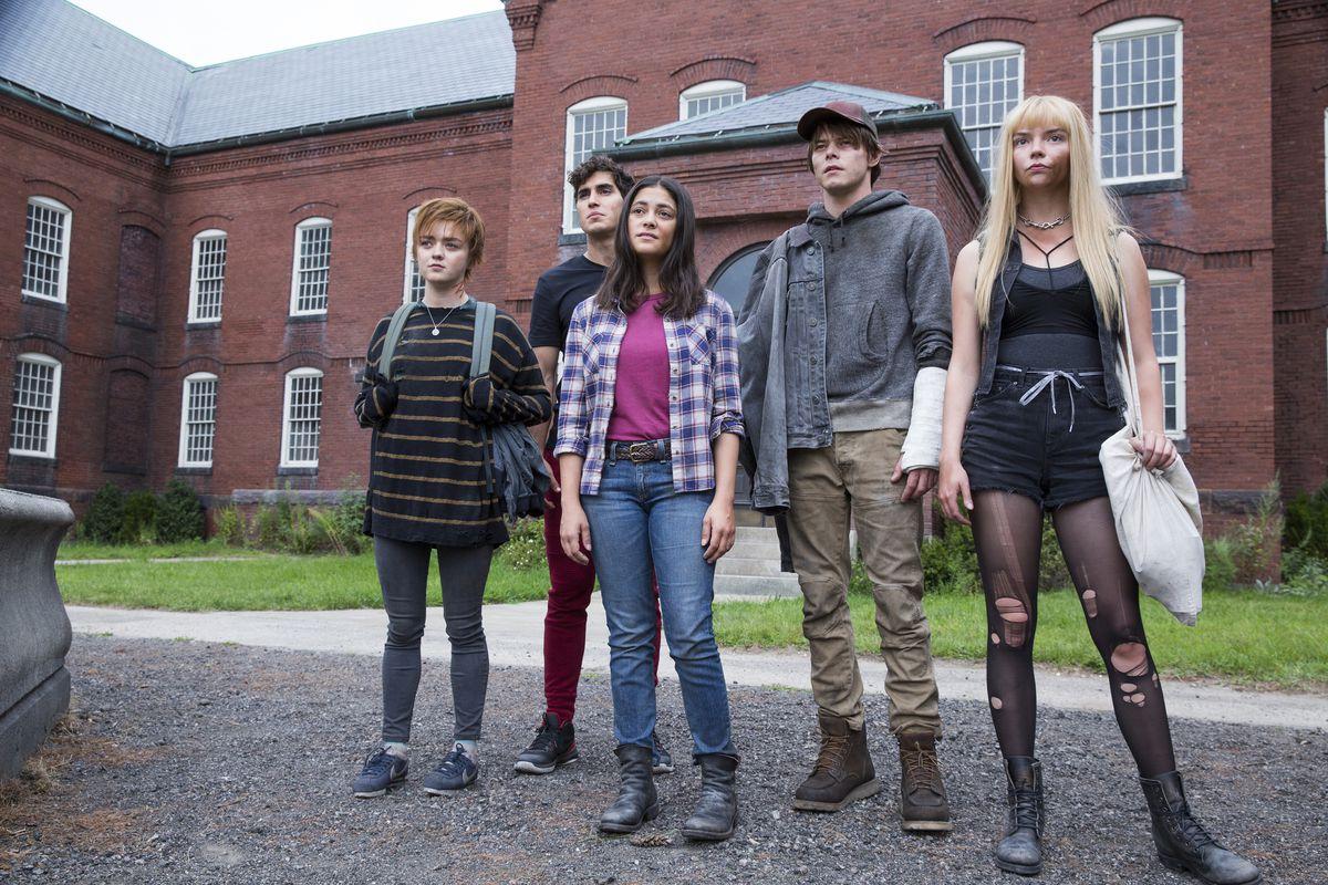 "Maisie Williams, Henry Zaga, Blu Hunt, Charlie Heaton and Anya Taylor-Joy in ""The New Mutants."""