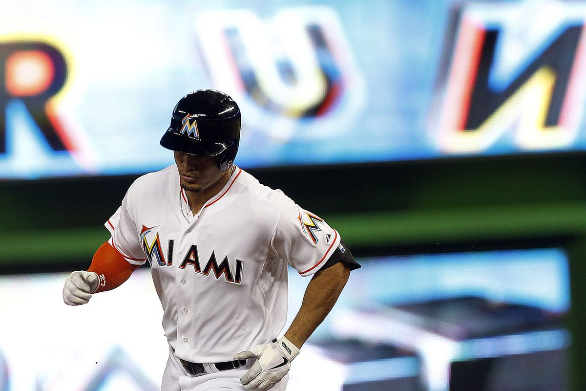 This is a familiar pose for Giancarlo Stanton.