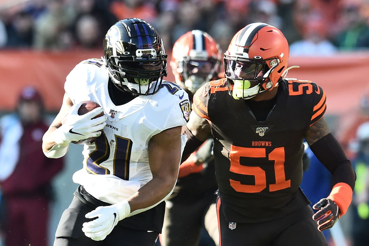 Cleveland Browns linebacker Mack Wilson chases Baltimore Ravens running back Mark Ingram during the first half at FirstEnergy Stadium.