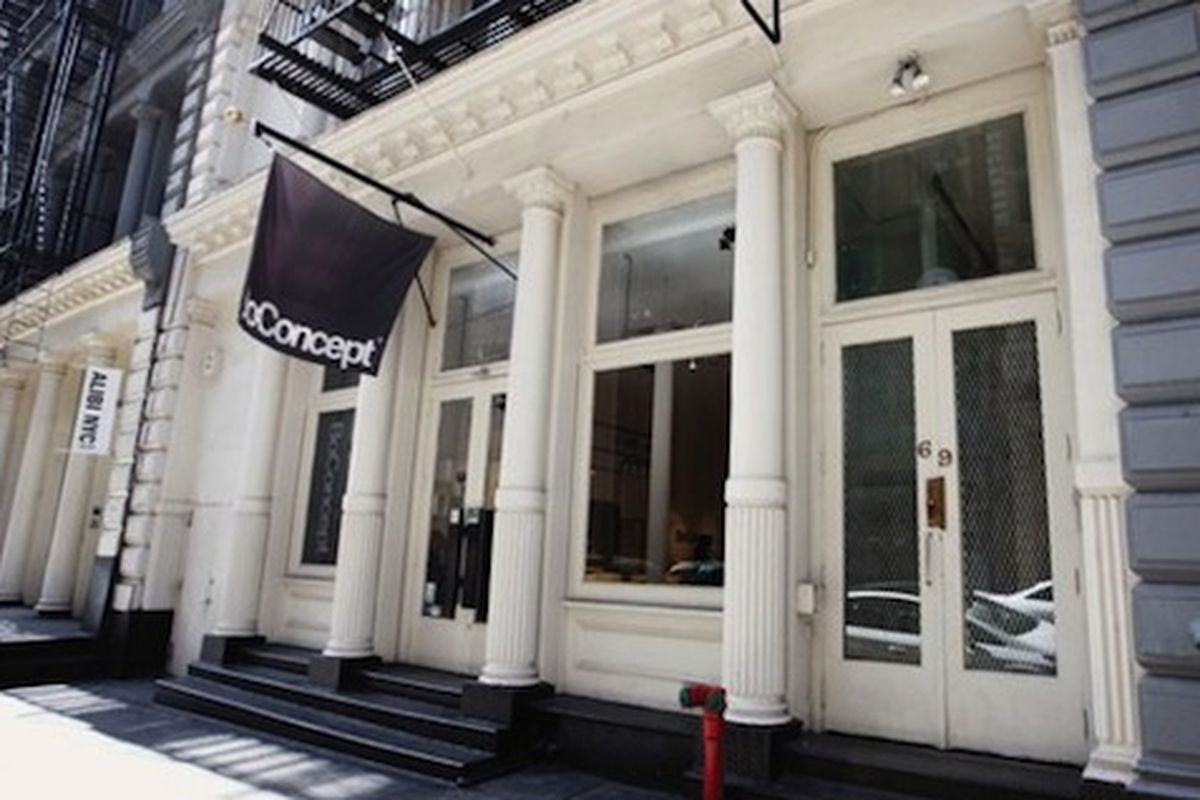 "BoConcept in Soho via <a href=""http://www.yelp.com/biz_photos/boconcept-new-york-6?select=TOJROpwyf34ts11nqInd9Q#TOJROpwyf34ts11nqInd9Q"">Yelp</a>"