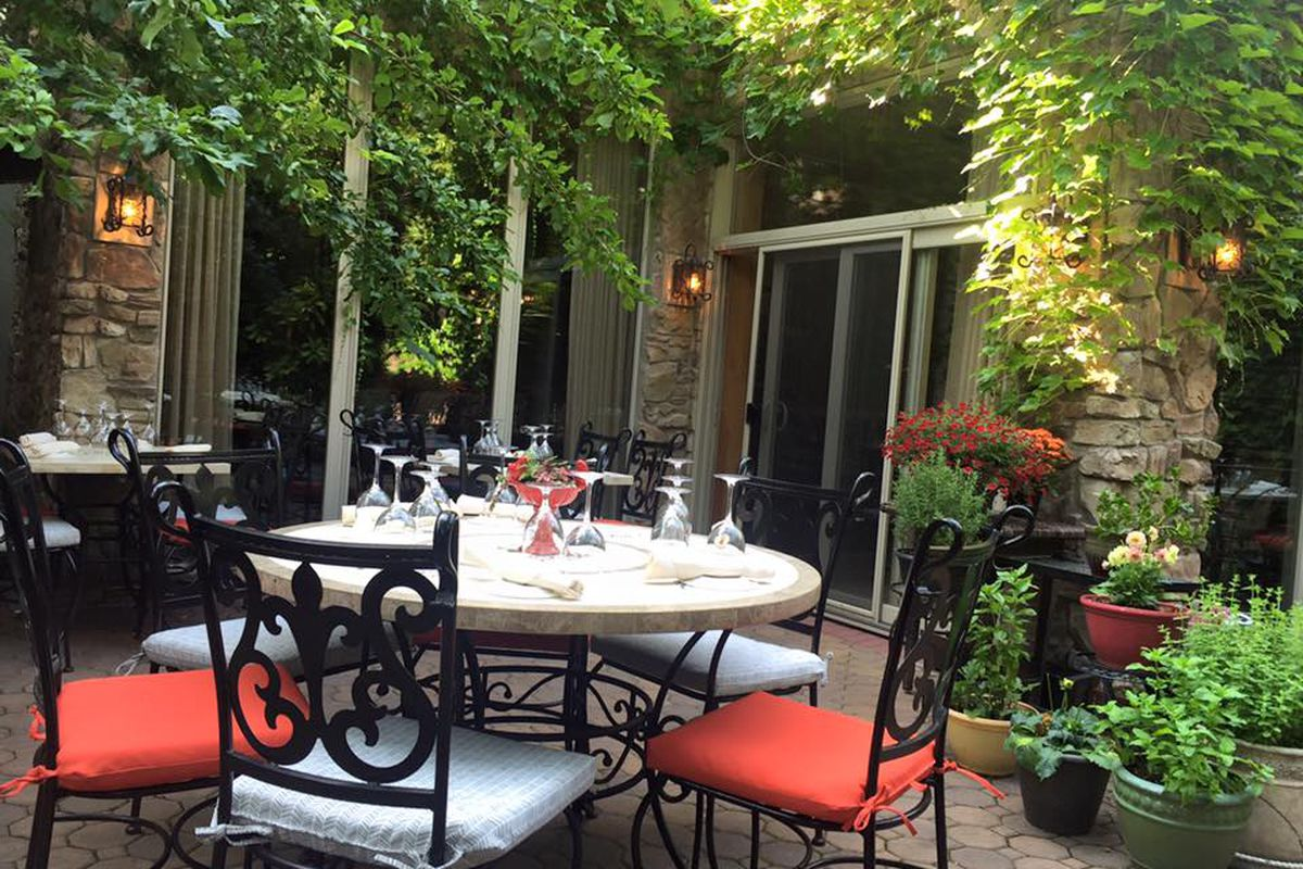Branzino's outdoor patio