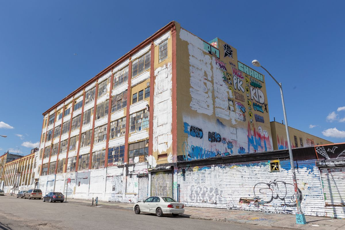 5 pointz graffiti artists awarded 6 7m by federal judge