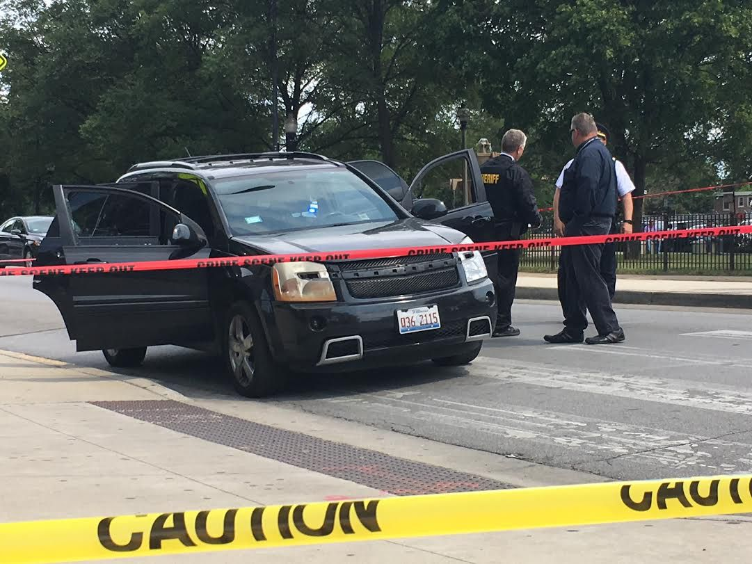 A black SUV is checked by police outside the Cook County Courthouse at 26th and California. The driver stopped there and dropped off a man who had been shot.   Andy Grimm/Sun-Times