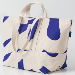 Baggu's biggest bag comes in plain black and a few different prints, including this fun cut-out print. The heavy-duty canvas bag has a zip top plus exterior pockets that are perfect for easy cell phone access.